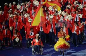 nadadora-Teresa-Perales-porta-bandera-espanola
