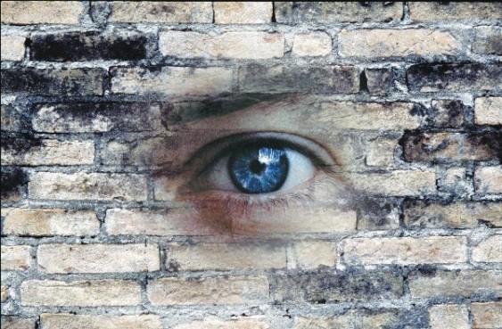 Occhio_Nel_Muro