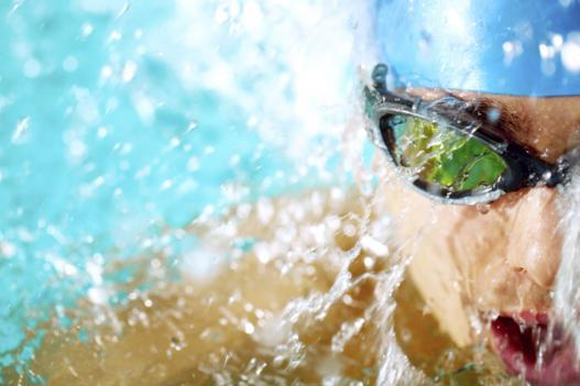 male-swimmer_527x351